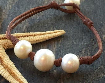 Leather and Pearls Bracelet Triune