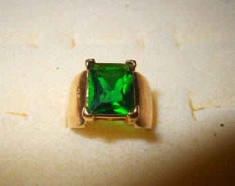 Vintage Ladies Ring with Large Emerald Green Stone Wide Band Size 4