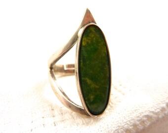 Vintage Sterling Size 5 (Adjustable) Green Agate Ring