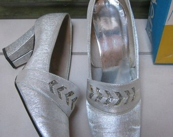 Vintage 50s silver fabric block heel brides pumps, sz 7 debutante silvery retro high heels, silvery fabric wedding shoes sz 7M, never worn