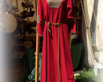Medieval Dress Tunic  in red linen, blue trim. 3/4 sleeves SCA Garb, LARP, game of thrones, LOTR, renaissance costume shirt