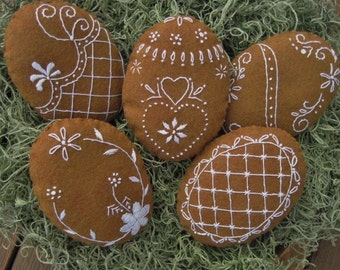 Embroidered Gingerbread Easter Egg Bowl Fillers / Hungarian Style