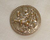 Old Silvered Brass Button with 2 Knights on their Horses - Vintage detailed Picture Button