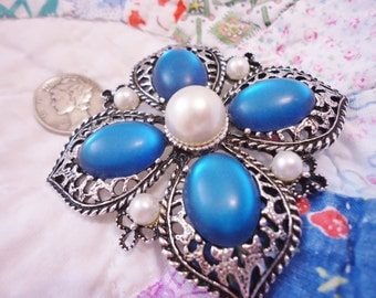 Ornate Vintage Retro Emmons Pin/Brooch Frosted Blue Cabochons