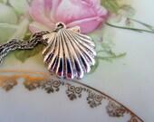 Vintage Monet Silvertone Clam shell Seashell Silver tone Necklace Short Choker