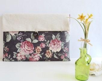 """SALE - 13.3"""" MacBook Pro Retina Display Laptop Sleeve - Vintage Flowers"""