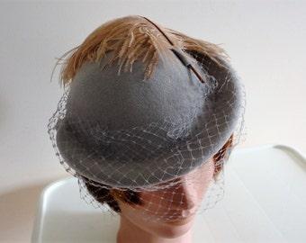 Vintage Light Grey Doeskin Felt & Feather, netting Women Hat 70s Medium 22 inches M'sieu Leon  Canada