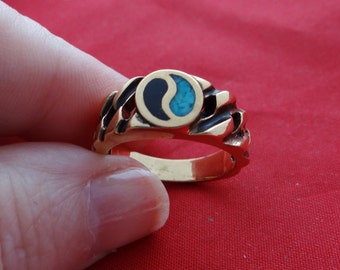 Vintage Southwest style gold tone ring with ying/yang design and turquoise and onyx accents  in unworn condition, size 8