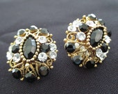 Vintage costume jewelry  /  rhinestone clip on earrings