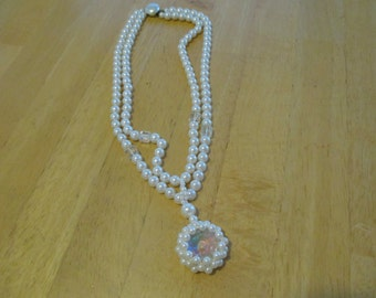 Vintage costume jewelry  /  faux pearl /  crystal necklace
