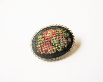 Cross stitch brooch: Very cute, kitsch 1960s cross stitch hand embroidered red roses silver tone oval pin brooch, cross stitch pin brooch