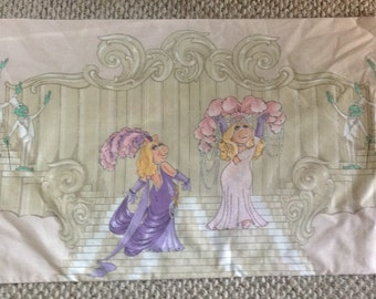 Miss Piggy  KING  pillowcase  50/50 poly cotton blend EUC