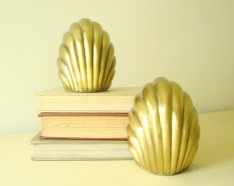 Brass shell bookends, large dimensional stylized shell, PM Arts by Philadelphia Manufacturing, 1980s home decor