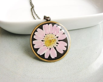 Pink Daisy Necklace, Real Pressed Flowers Jewelry, Resin Pendant, Botanical Bridal Jewelry, Nature Lover, Naturalist