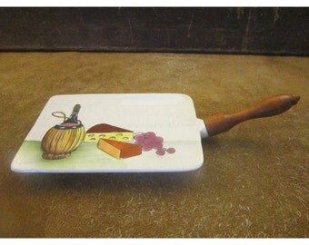 Ceramic Cheese Serving Board – Wine, Cheese, & Grapes Motif – Turned Wood Handle – Vintage Napco Cheese Board