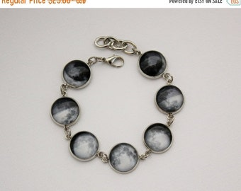 VACATION SALE Moon Phase Bracelet. Space Jewelry. Gift for her under 30 usd