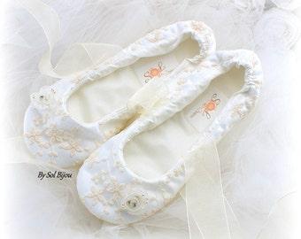 Wedding Flats, White,Ivory, Ballet Flats, Lace Flats, Vintage Style, Elegant Wedding, Shoes, Flower Girl, Maid of Honor, Ballerina Slippers