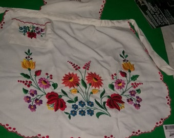 Beautiful Crewel Floral Design Bib Apron