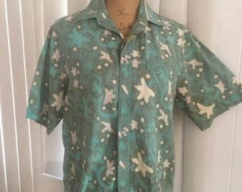 Men's vintage 1960's tropical Hawaiian shirt -- Size M