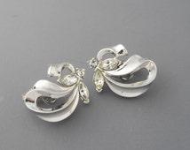Trifari Rhinestone Earrings, Ribbon Earrings, Holiday Earrings, Trifari Earrings, Silver Earrings, Rhinestone Earrings