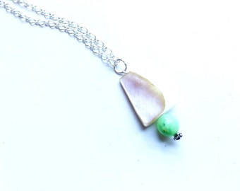 simple shell and jade pendant necklace//shell//jade//gemstone//jade stone//shell jewelry//pendant//silver chain//jewelry//necklace
