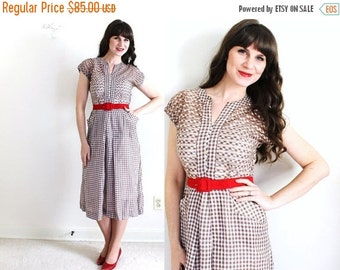 ON SALE 1940s Dress / 40s Dress / 1940s Brown Gingham Dress