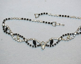 Vintage / Necklace / Black / Clear / Rhinestone / old / jewelry / jewellery