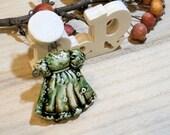art doll - céramic handmade pendant -  poppy in the sky hig fired jewel - vintage style green - Alice in wonderland 7,5cm
