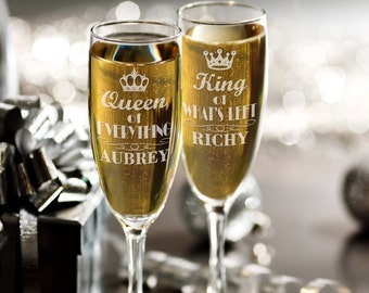 Personalized Set of 2 Champagne Glasses with Names, Queen of Everything King of Whats Left Champagne Flutes, Funny Bride and Groom Gift