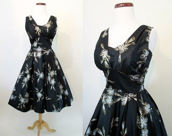 "CLEARANCE  Designer Hawaiian 1950s Stunning Hawaiian Dress ""Paradise Hawaii""Rockabilly VLV Pinup Girl Tiki Oasis Shelf Bust Size-Medium"