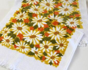 Vintage Hand Towels bright retro mod yellow gold mustard Daisy floral cotton terrycloth Fieldcrest Hand towels retro bathroom home decor