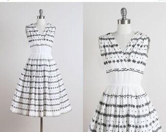 30% SALE Carlye . vintage 1950s dress . vintage cotton dress . 4844