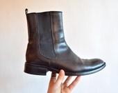 SALE / Vintage 1990s CHELSEA black leather ankle boots / 9