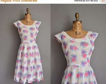 Anniversary SHOP SALE... vintage 1950s dress / 50s cotton dress / 50s rose print dress