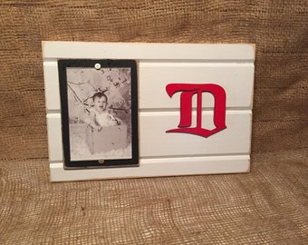 "Detroit Red Wings D NHL picture frame holds 4""x6"" photo"