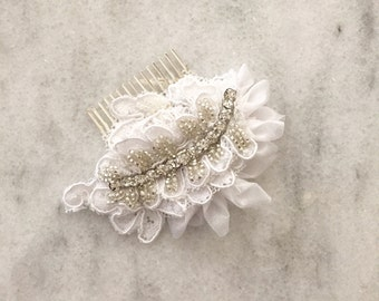 White Crystal & Lace Hair comb, Bridal Hair comb