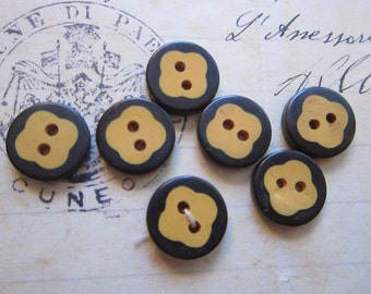 7 vintage Bakelite COOKIE buttons - dark blue border - 12mm buttons - 1 as is
