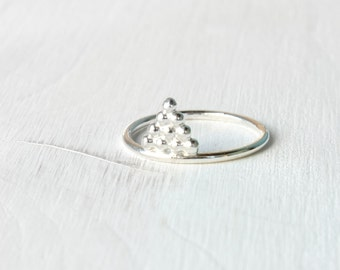 Triangle silver ring / pyramid stacking ring in shiny silver / geometric silver ring / silver stacking ring modern Handmade