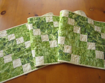 Table Runner, Quilted Table Runner, Table Quilt, Handmade Tablerunner, Patchwork Table Runner, Green Table Runner, Pieced Table Runner, Home