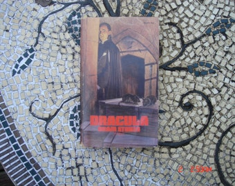 Dracula Bram Stoker - abridged by Nora Kramer - 3rd Printing August 1975 - Great Condition