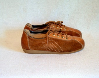 1970s rust suede tennis shoes / hipster orange brown leather lace up sports shoe / size 5