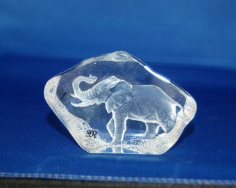 Swedish artist Mats Jonasson Beautiful Miniature Elephant Crystal Paperweight / Sculpture ~ # 3384 ~Very Good ~ 12 of 42