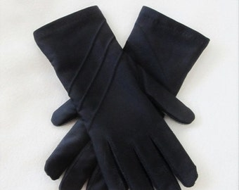 25% OFF SALE Vintage Black Driving Gloves / Woman's Winter Insulated Padded Wrist Gloves One Size Fits All