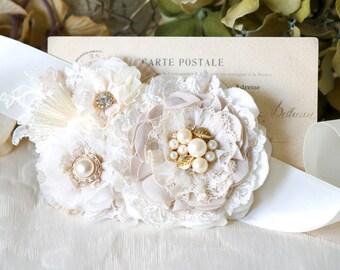 Vintage White Floral Wedding Sash, Pearl Sash, Rhinestone Bridal Belt, Flower Sash, Wedding Dress Belt with White Flowers, Wedding Brooch