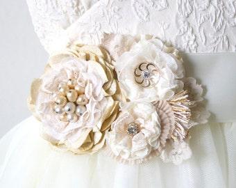 Wedding Dress Sash, Floral Bridal Belt, Wedding Flower Sash, Champagne Ivory Sash, Ribbon Belt with Flowers, Vintage Rustic Wedding