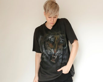 Vintage 80's tiger airbrushed t-shirt, faded black Fruit of the Loom, snarling tiger face - Large / XL