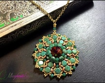 Honeycomb pendant tutorial. How to make a pendant with swarovski, honeycomb, superduo and seed beads.Pattern