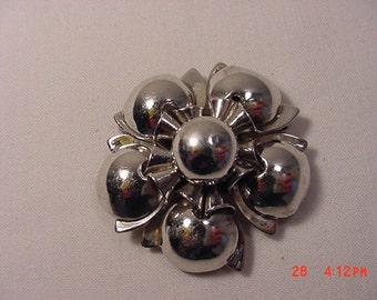 Vintage Leru Flower Brooch Or Pendant   16 - 346