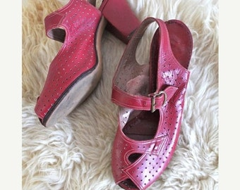 SHOP SALE vintage 40s red shoes - GLAMOUR Shoes peep toe heels / size 3 / youth size 2