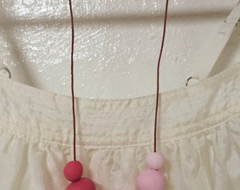 Ombre pink circle necklace